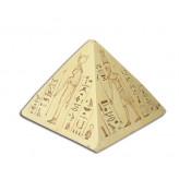 Pyramide med ægyptiske guder og hieroglyffer