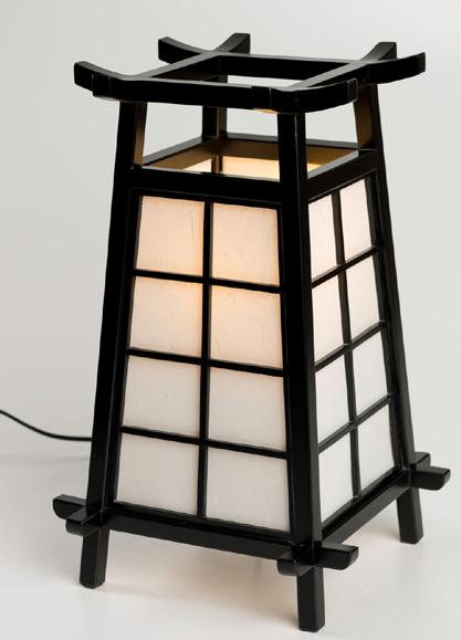 N/A – Japansk lampe på bog & mystik
