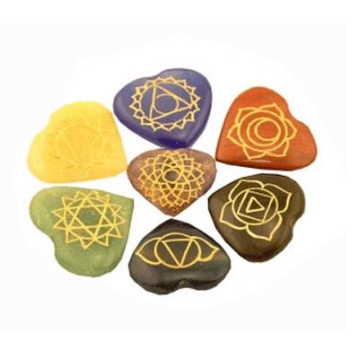 N/A – Chakra sten sæt med chakra symbolerne på bog & mystik
